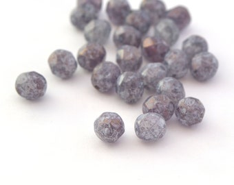 25 beads grey purple spotted faceted 6mm