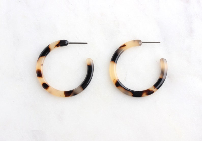 560848afdbd Blonde Tortoise Shell Hoops Earring Findings 1 Pair Small
