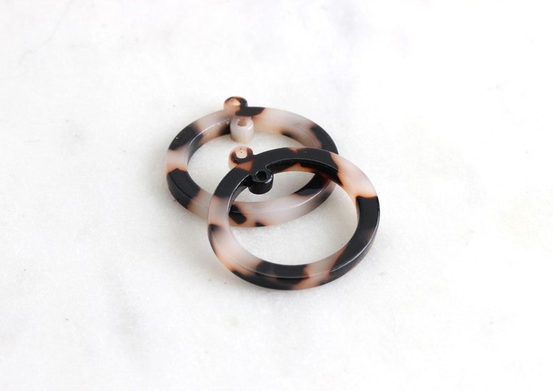25mm Ring Link RG022-25-WT Round Bead Frame Circle Ring with 2 Hole Oval Hoop Bead 4 Two Hole Connectors White Tortoise Shell Link Resin