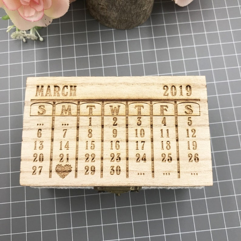 Custom Wedding Ring Bearer Box With Couple/'s First Name /& Wedding Date,Names And Date Engrave Wood Wedding Ring Box With Love Heart