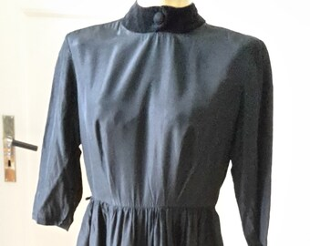 a7c90a7254b1ae Original 40er Nachmittags-Kleid Taft und Samt