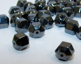 Set of 10 button 6 mm faceted Hematite. Semi-precious stones. (2207101)