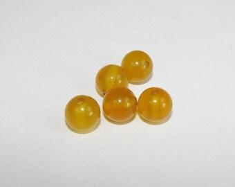 Yellow agate 8.00 mm diameter. Semi-precious stones.