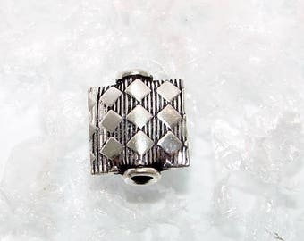 166 - Pearl silver square flat 13.00 mm, square striped decoration.  Money first.