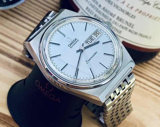 Omega mint condition Men's Seamaster Day Date calendar Cal 1022 1970s Mechanical movement Stainless Steel mens watch + Box