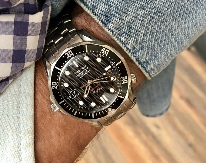 Omega Seamaster Automatic 300m 41mm Black Wave Dial Face Mens Divers used pre owned watch for sale + Box