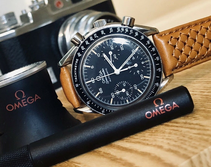 Omega Speedmaster 3510.50 Black Dial Men's Automatic Cal 3320 watch + 2 warranty cards + Box