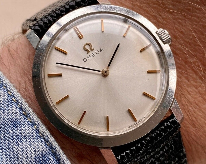 Omega 32mm vintage Classic Steel Black Leather mens Caliber 620 1966 used second hand watch