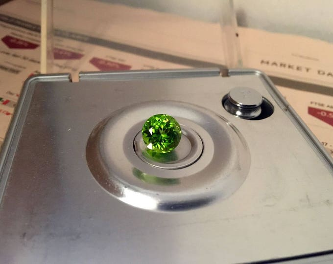 5.03 Ct Flawless loose Vivid Green Natural Peridot Round Cut for diamond ring. Certified.