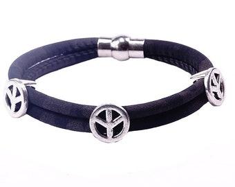 Bracelet with the peace symbol
