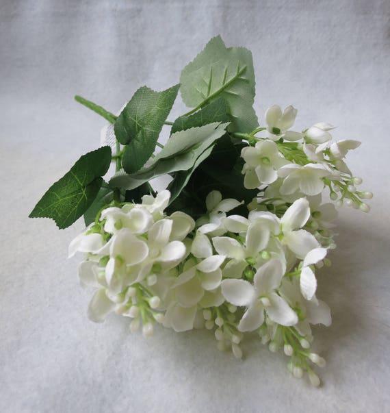 7 x WHITE SILK LILAC FLOWER /& LEAF SPRAYS BUSH//BUNCH 35cm FLORAL FOLIAGE