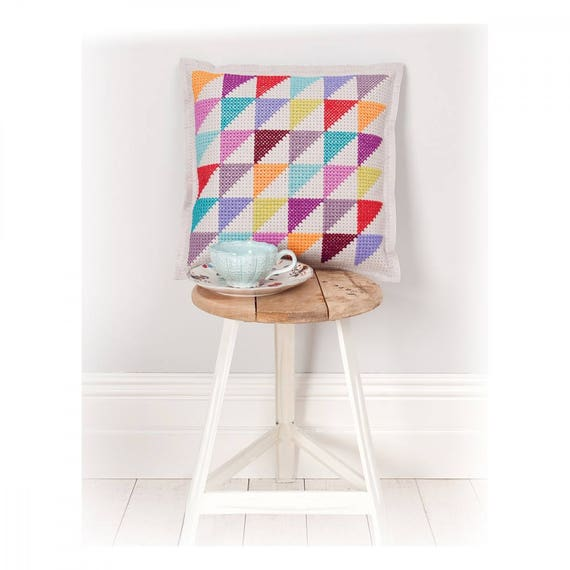 CUSHION KIT A BRODER felt ivory multicolored triangles 42 x 42 cm