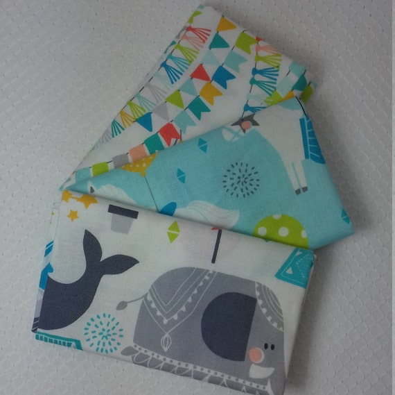 CALLIOPE set of 3 Coupons fabric cotton patchwork Step Right Up Blue on white 50 Blue circus animals x 55 cm