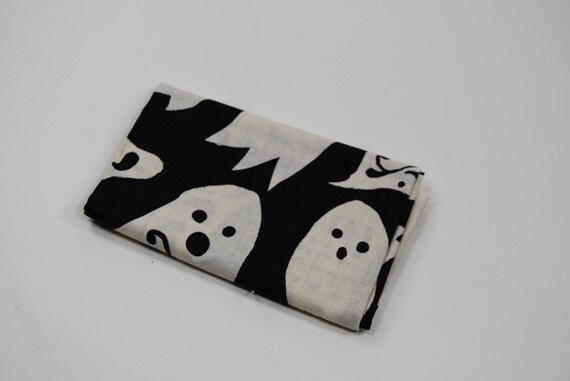 SPOOKTACULAR TOO GHOSTS COTTON FABRIC COUPON BLACK-AND-WHITE 50X55CM