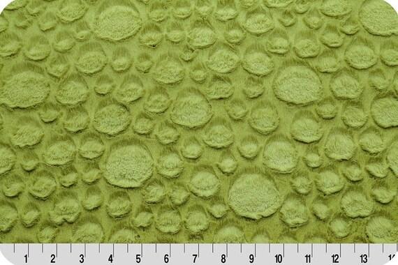 MINKY fabrics long synthetic velvet shaved kiwi green pebbles x25cm