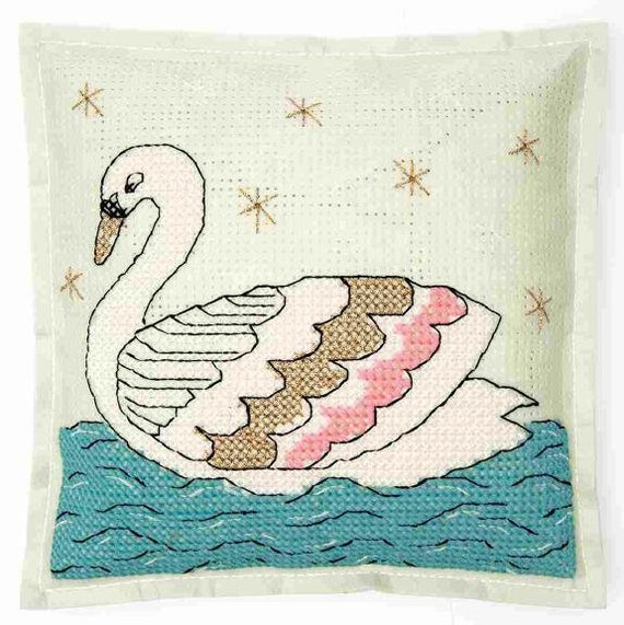CUSHION KIT A BRODER felt Swan 42 x 42 cm