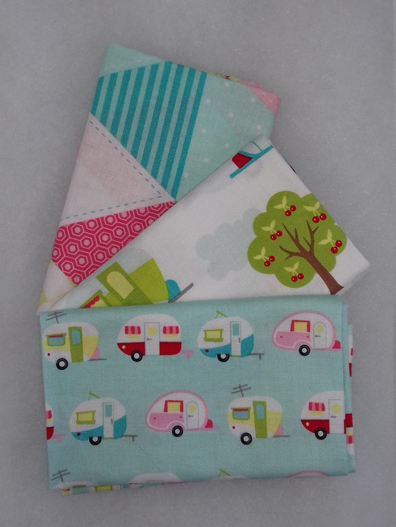 GLAMPER LICIOUS set of 3 coupons fabric cotton patchwork caravans in the forest on a white 50x55cm