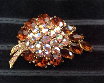 Attractive leaf brooch with bronze and multicolour stones