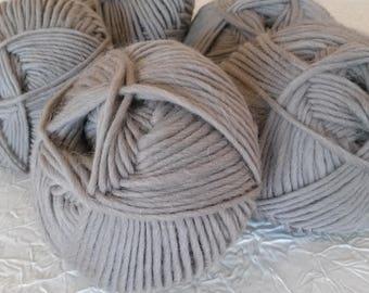 Lot 4 balls of wool roving Merino Alpaca bistre beige. 50 g ball.