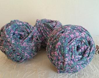 Trapilho, printed trapilho reel, floral print trapilho, elastic trapilho printed in pink/green flowers on lycra purple backgrounds.