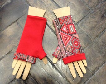 Reversible mittens print and Red geometric taupe and Red coral