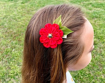 Red Flower Hair Clip. Kanzashi Flower. Poppy flower hair clip. Red Fabric flower. Small flower hair clip. Gift for girl. Birthday gift
