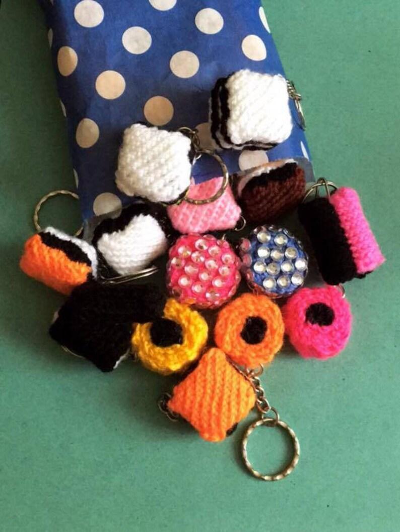138094f40b06 Punto de regaliz llaveros juguetes de punto diseños de Jean