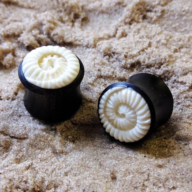 1x Wood Inlay Double Flared Ear Plug Gauge Saddle Style Jewellery Black Coconut