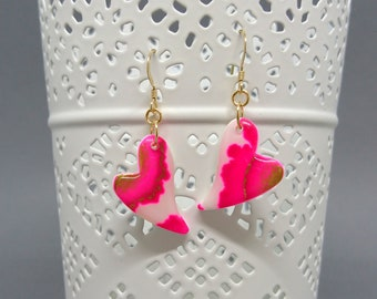 Pair of earrings in the shape of heart, alcohol ink, resin and Gold Filled hooks