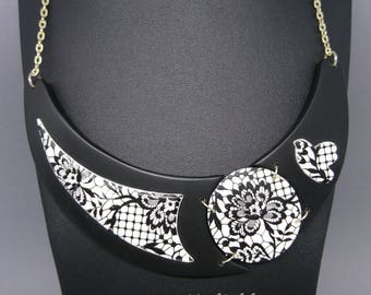 Bib necklace black and white in 3 parts