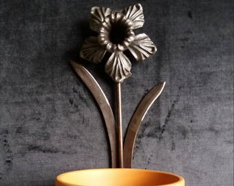 Handmade wrought iron daffodil plant pot holder