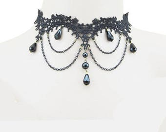 Elegant Gothic necklace with pearls and lace