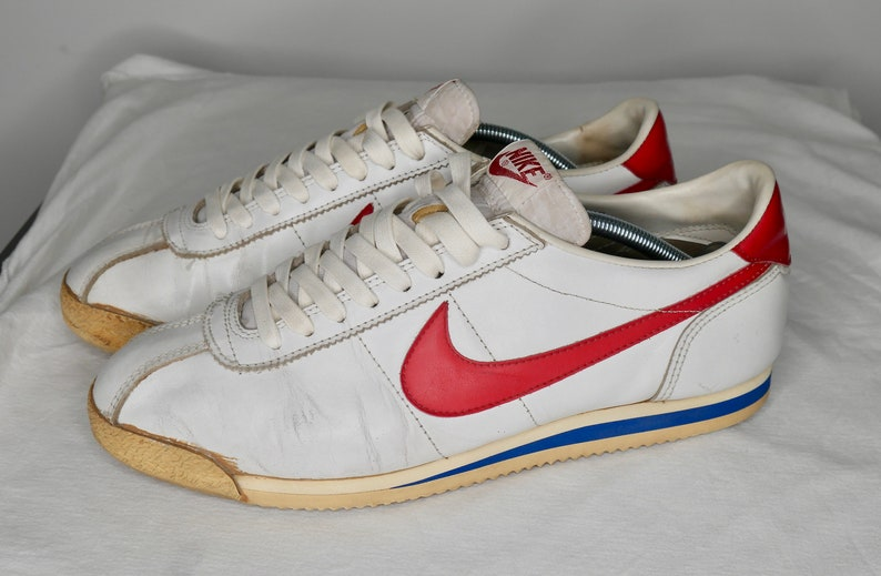 check out b7cee ec969 Vintage Nike cortez leather 1982  forrest gump   Etsy