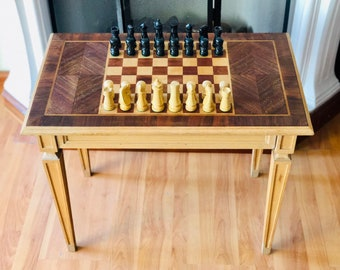 Louis XVI chess table with pieces