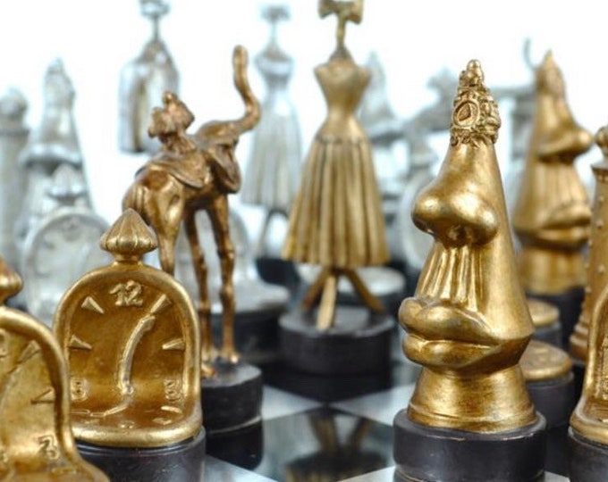 Featured listing image: Chess Salvador Dalí. Cards and board.