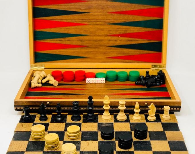 Old English game box. Chessmen