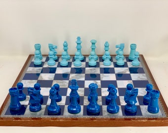 Vintage Chess Linares Championship Chess: Pieces and board.