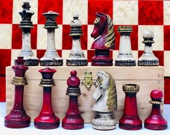 Polychrome Escardibul Chess Pieces