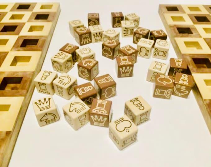 Rare chess with dice. Ajedrado