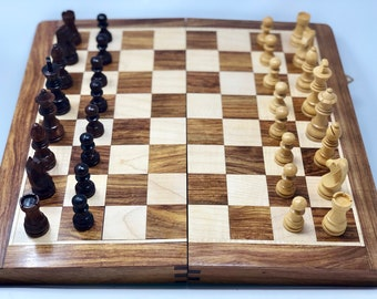 Chess Bonn. Wooden board and pieces. Magnet