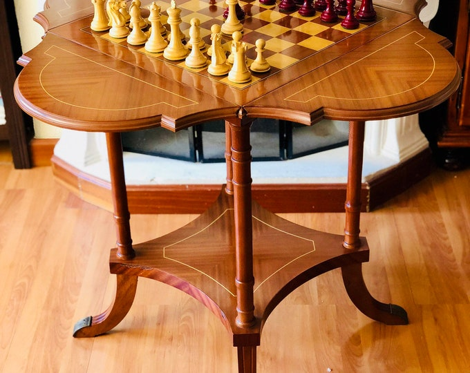 Victorian table with London Staunton lacquered parts