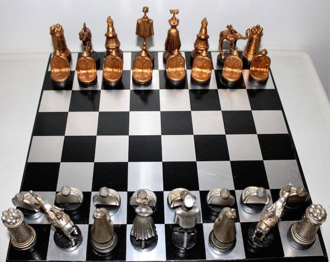 Chess Salvador Dalí. Cards and board.