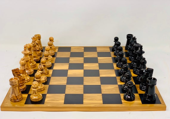 Spanish Olive Chess. Parts and Box
