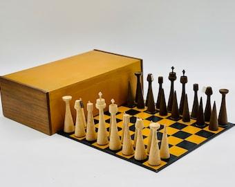 Surrealist Chess Anri Toriart