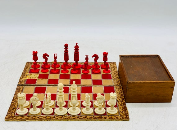 Ye Olde Pub Chess Antique