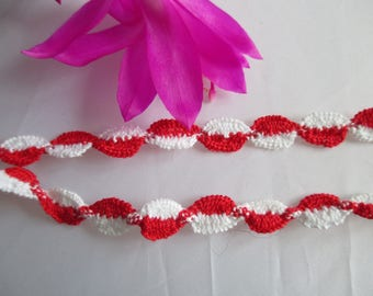 2 m red and white lace 2 meters long and 9 mm wide