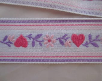 2.5 meters of fancy Ribbon, two 2.5 cm white purple and pink flowers and hearts