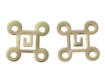 x 2 connectors between two 10 mm gold tone Chinese knot.