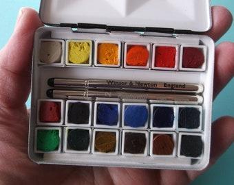 BIJOU BOX 18 Quarter Pan Daniel Smith Sticks Watercolor Set in Tiny Mini Travel Palette with Micro Brush Bundle
