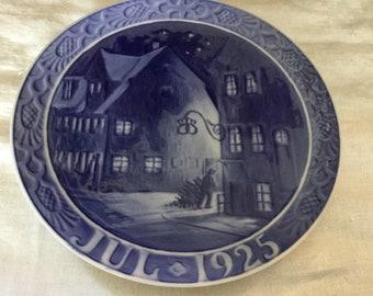 1925 Royal Copenhagen Christmas Plate 'Old Houses in Copenhagen Harbour'